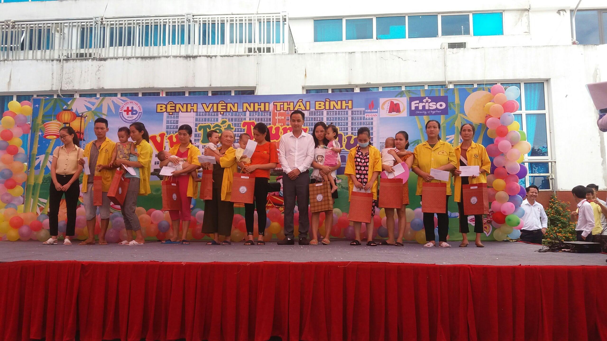 Công ty Bông Thái Bình vui đón tết trung thu đầm ấm với các cháu thiếu niên nhi đồng tại Bệnh viện Nhi Thái Bình